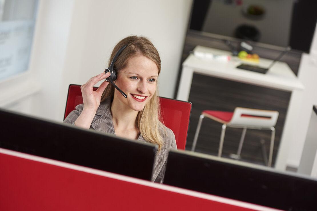 freeVoice Anwendung LifeStyle Bild FBT019M Nimubs II Anwender 8 Office Women